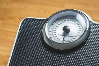 The scales can lie! Understand the reason your weight fluctuates
